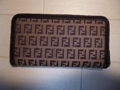 FENDI フェンディ ズッカ柄 ラウンドファスナーの長財布