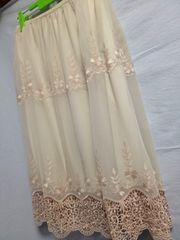 M 64-70*刺繍が素敵*清楚な雰囲気のスカート