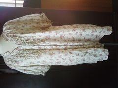 3L~ピンクベージュ小花柄半袖フリルチュニックカットソー