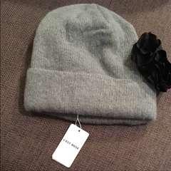 新品タグ付ウールのニット帽コサージュ付レストローズLEST  ROSE