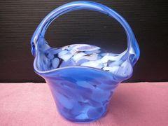籠バッグの形をしたとってもかわいい花瓶