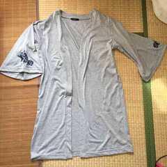 袖ブルーローズ刺繍ベル袖ロングカーディガン。グレーL