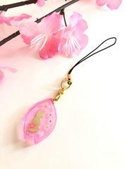 ★桜とネコのレジンストラップ 花びら ネオンピンク ねこ さくら