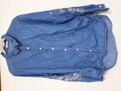 新品未着用 可愛い薔薇の刺繍入りブラウスシャツ