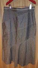 グレーの水玉スカート