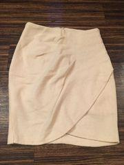 クリーム色 スカート