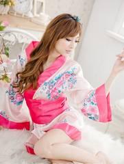 華やかピンクのセクシー浴衣