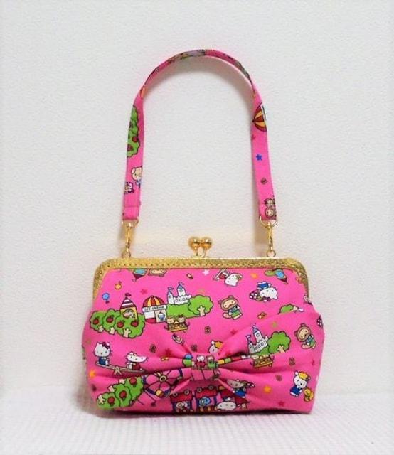 ◆キティちゃんレトロ柄ピンク◆でかリボン付がまバッグ【クラッチ】  < 女性ファッションの
