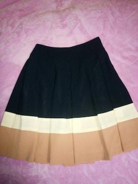 新品未使用!主役級!配色がかわいい上品フレアースカート