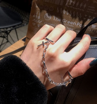 新品[7834]チェーンで繋がった指輪★クロス十字架付き(色シルバー)