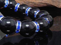 天然ブラックオニキス14ミリ青ロンデル数珠