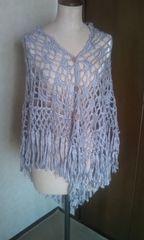光沢のピンクカギ編みストール