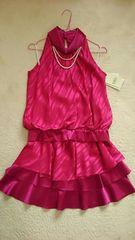 ピンク光沢サテンパールネックレス&リボンツーピース膝丈ドレス