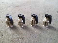 手榴弾型 エアバルブキャップゴールド 4個セット中古即決