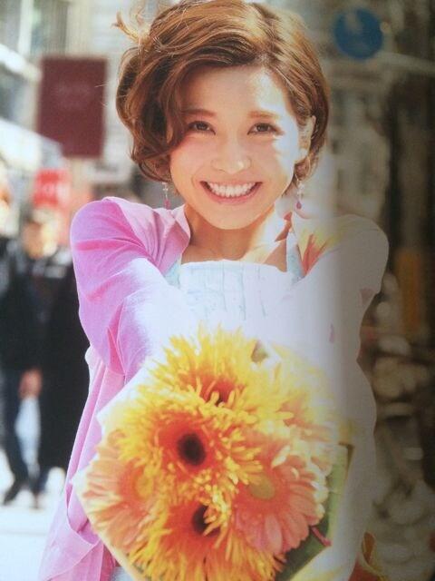 激安!激レア☆AAA/宇野実彩子☆写真集unonu☆会場限定サイン入り < タレントグッズの