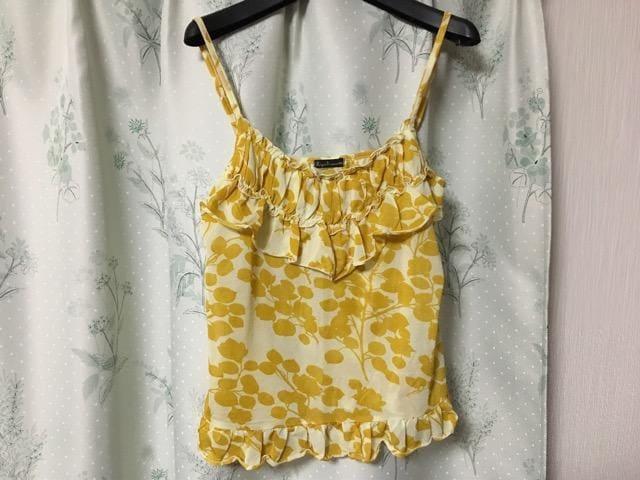 美品イエロー黄色花柄フリルキャミソール  < 女性ファッションの