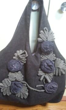素敵な トートバック 毛糸の飾りが 素敵
