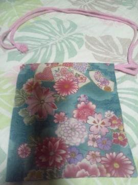 ☆新品若緑桜刺子×花扇子四季華々和柄ナナメ掛巾着袋