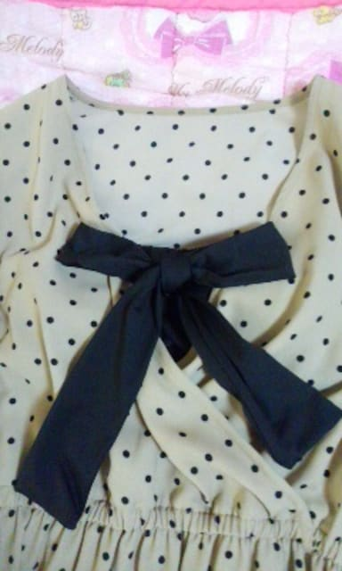 GUお胸深vカシュクールデザインぷっくり袖かわいいワンピース < ブランドの