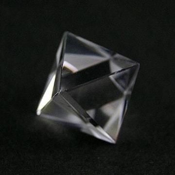 ☆天然水晶の正八面体☆ヒーリングオブジェ 25mm程