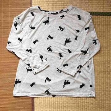 大きいサイズ4L・猫キャラクター柄長袖Tシャツ。