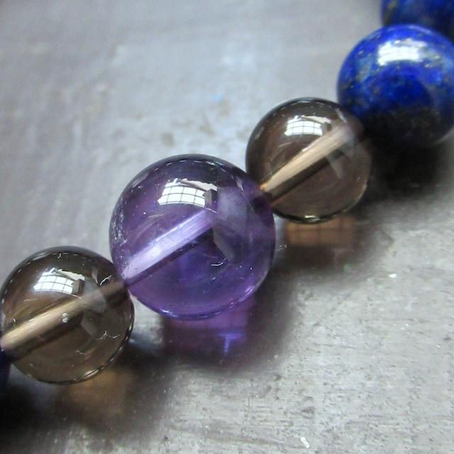 龍彫水晶xラピスラズリxアメジストブレスレット 天然石 < 女性アクセサリー/時計の