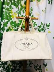 プラダカナパハンドバッグホワイトキャンバスロゴデザイン