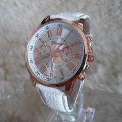 送料無料★大人気★ローマ数字文字盤腕時計/新品電池サービス白