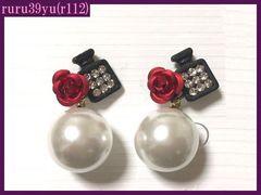 r112/可愛い薔薇&香水瓶&パールスタッドピアス