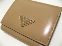 PRADA・プラダ.三つ折コンパクト財布.極上の艶革お洒落ベージュカラー未使用