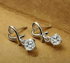 1円〜◆シャープなハート 揺れるダイヤモンドピアス