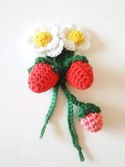 お花と苺ゆらゆらブローチ*ハンドメイド*