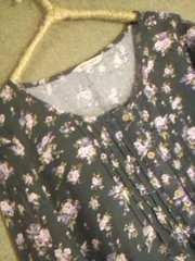 *グレーに淡い花模様コットンチュニックブラウス*M