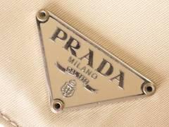 6687/PRADAプラダ★お洒落なクリームCOLORの2つ折り財布確実本物