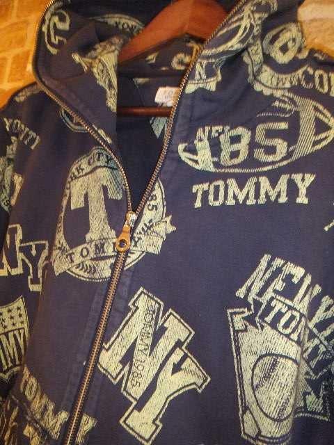 【TOMMY】ウオッシュ加工ヘビーウエイトフルジップパーカー紺L♪トミー値下げ < ブランドの