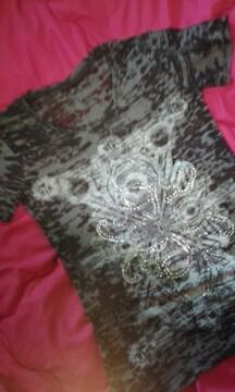 キラキラスタッズ使いの透け素材半袖Tシャツ