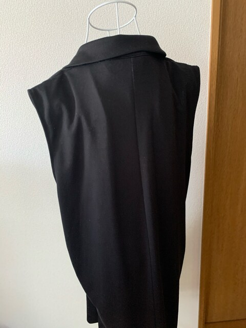 GU★黒☆カジュアル★袖無しロングベスト☆サイズXL < ブランドの