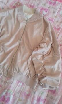 エムズエキサイトボリューム袖が素敵なリバーシブルジヤンパーブルゾンピンク色