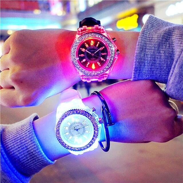 特A品 新品1円〜★送料無料★七色発光 ダイヤモンド ホワイトウォッチ腕時計