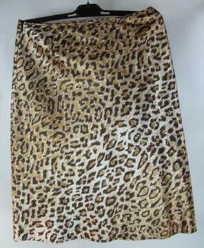 美品D&Gレオパード柄フレアスカート