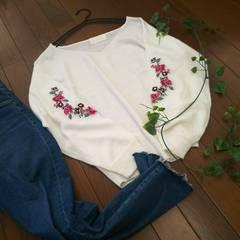 〇abc une face〇袖刺繍がかわいい薄手ニット*・゜美品