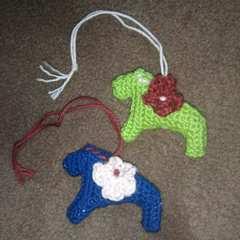 手編みのあみぐるみ、ダーラナホースマスコット2個