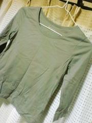 七部袖Tシャツ。