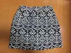 エスニック柄幾何学柄モノトーンミニスカートタイトボトムスリエンダイングセシル黒ブラック