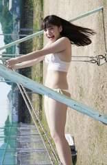 都丸紗也華写真52白ビキニ 巨乳グラビアアイドル