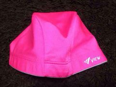 ショッキングピンクの水泳帽子
