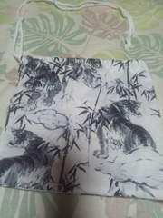 ☆新柄白×竹林に虎柄ナナメ掛巾着袋