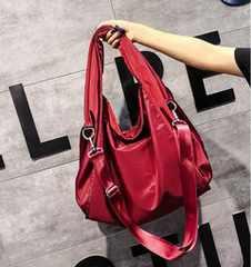 新品大きいサイズやわらか素材ナイロン2wayショルダーバッグ赤レッドレディース