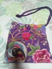 ☆新柄紫×紗綾型金彩鶴丸富士牡丹鞠柄ナナメ掛巾着袋