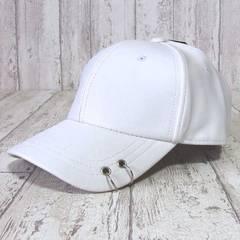 帽子♪フェイクレザー ピアス ローキャップ ホワイト